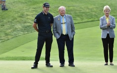 Patrick Cantlay and host Jack Nicklaus share a moment before the trophy presentation.